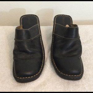 Black Leather Cherokee Mules w/ Wedged Heel (8:5 )